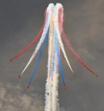 Mid Sussex: Red Arrows Dive by Brian Cave